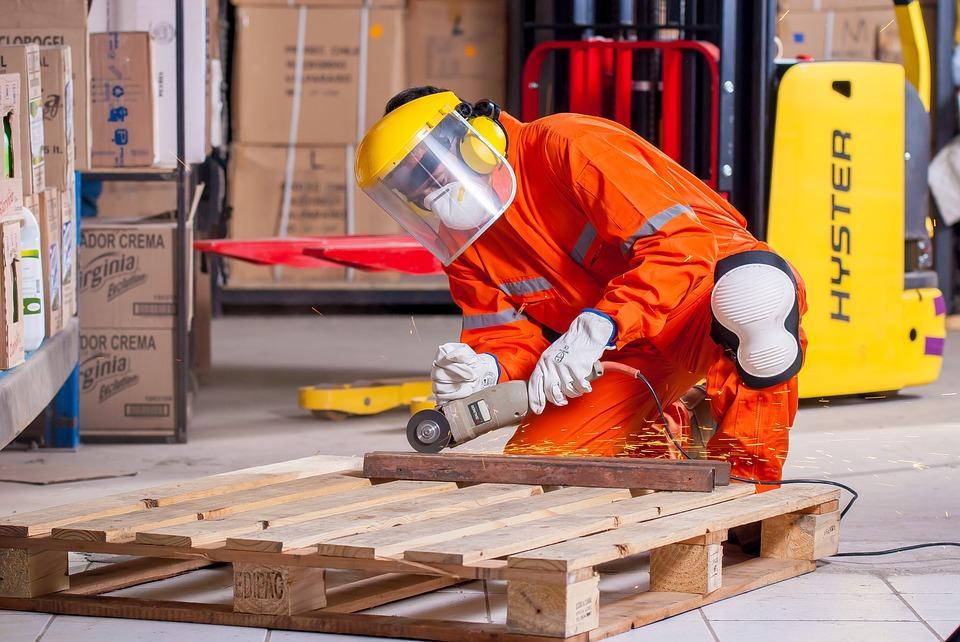 Jak zadbać o bezpieczeństwo BHP w pracy?