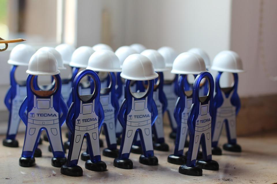 Kto przeprowadza kontrolę środków ochronnych i kursy BHP w firmie?