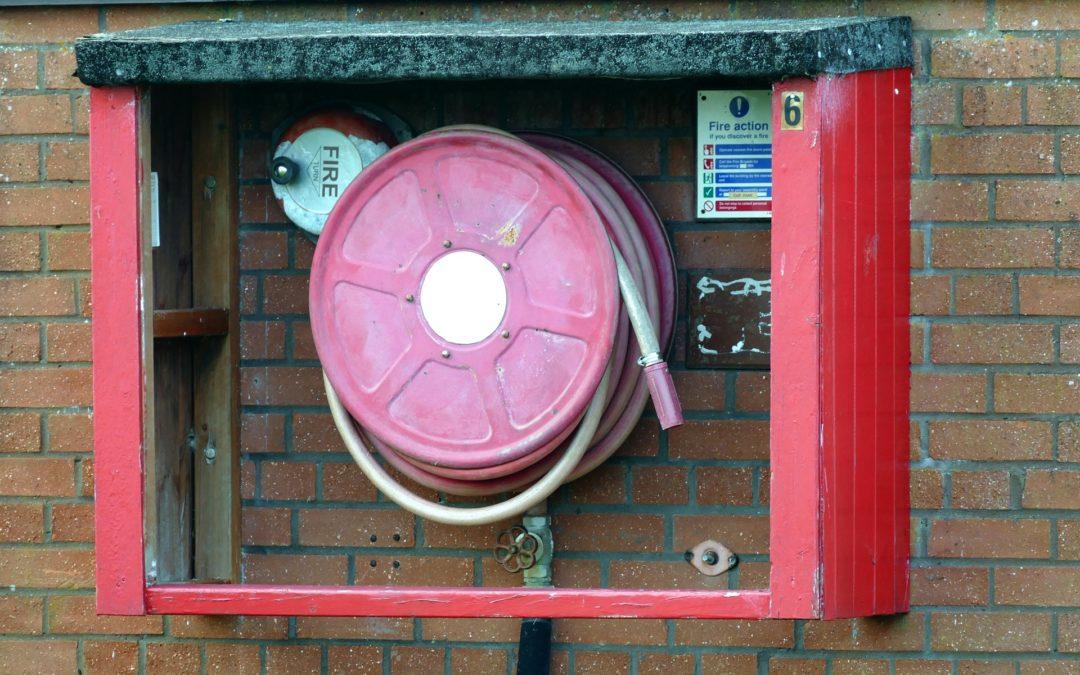 Jakie są podstawowe zasady szkolenia przeciwpożarowego?